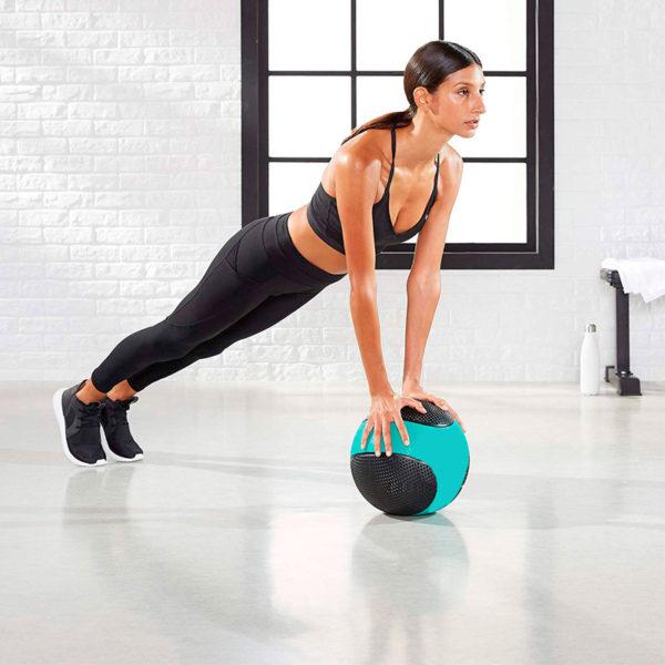 Gym-workout-medecine-ball-0231
